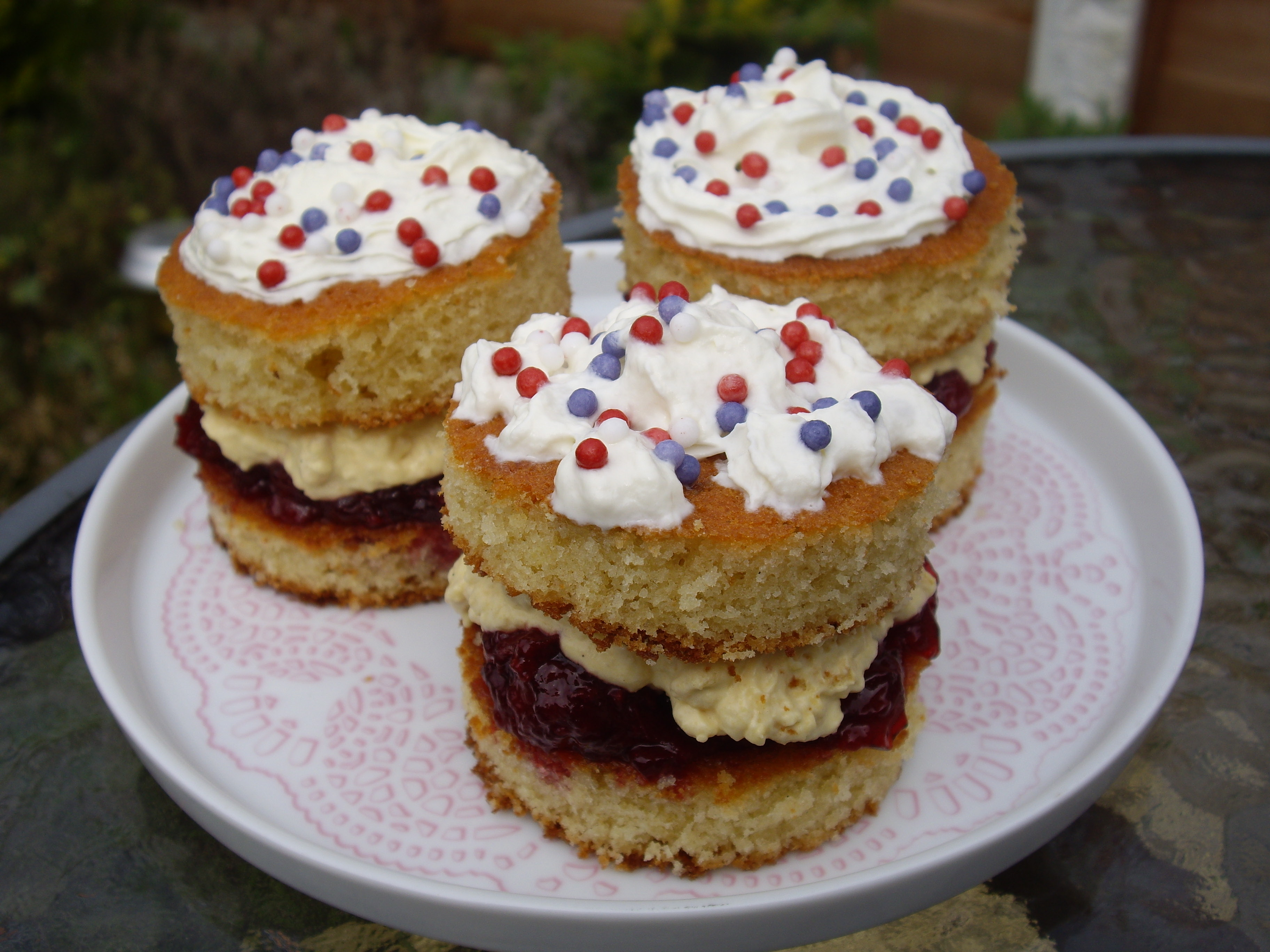Squirty Cream In Cakes